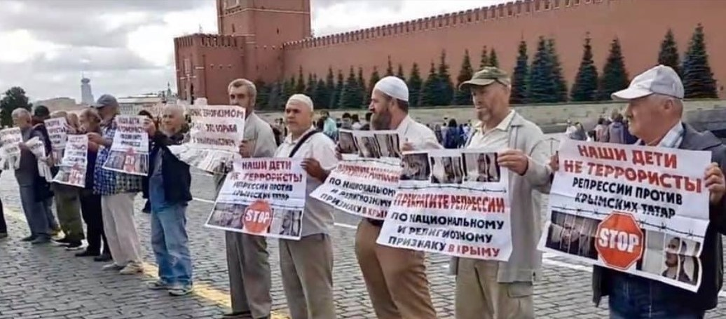Crimean Tatars arrested in Red Square protest